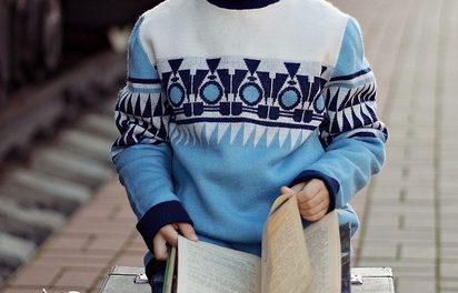 Collo a V per gli uomini? Come combinare il maglione in stile