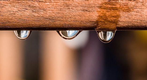 Impermeabilizzazione professionale della boa di pioggia in legno