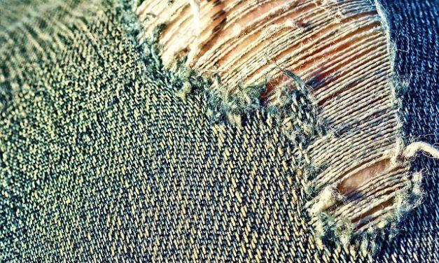 Jeans per cosce forti: ecco come nasconderle abilmente