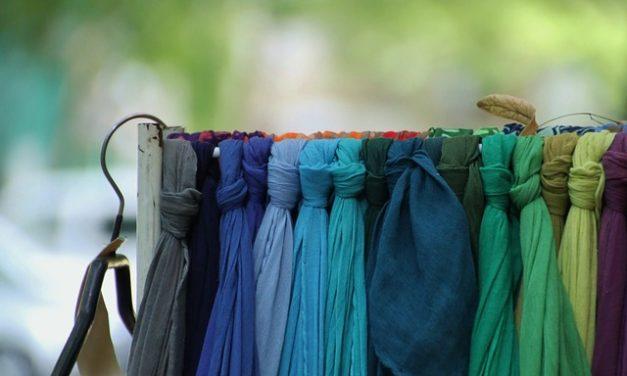Legare un pali-scarf: al collo va così