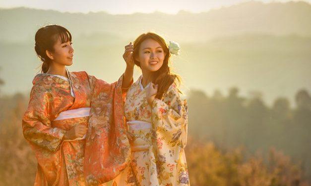 Mettere un kimono correttamente & amplificatore; legare