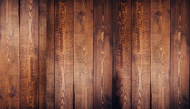 Posa di pavimenti in legno sul balcone: funziona così con il legno resistente alle intemperie