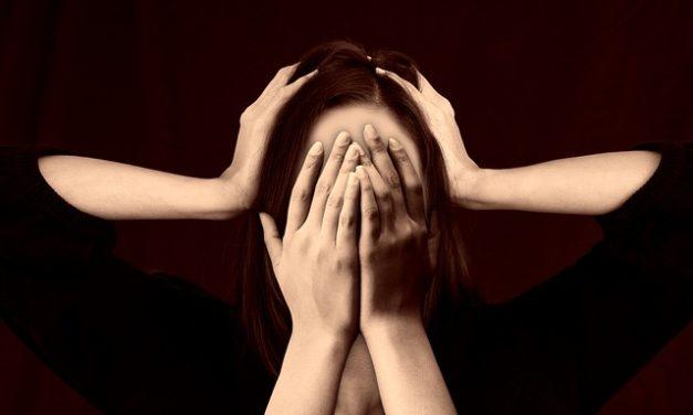 Ridere la malattia: è così che interpreti correttamente una risata costante e la risolva