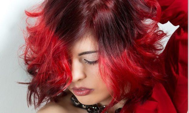 Taglio di capelli ricci naturale: è così che funziona il taglio dei capelli
