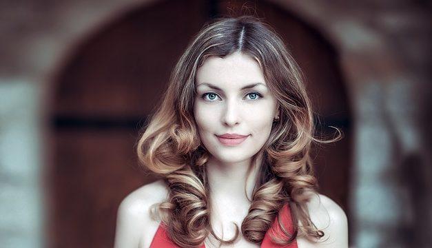Cheratina e raddrizzamento dei capelli: ecco come funziona il trattamento