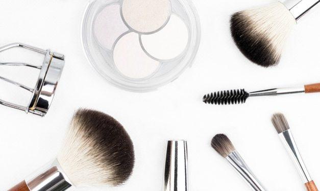 Rendi il tuo pennello pulitore per spazzole trucco