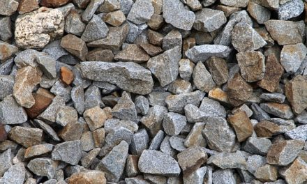 Costruire un letto rialzato in pietra naturale nel giardino