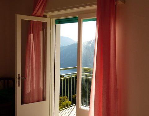 Utilizzare le tende delle porte come isolante termico: ecco come funziona