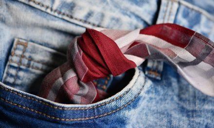 Indossare un fazzoletto con la giacca: non diventa troppo elegante