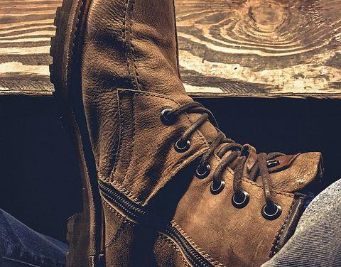 Scarpe con suole in cuoio delicatamente pulite: ecco come funziona