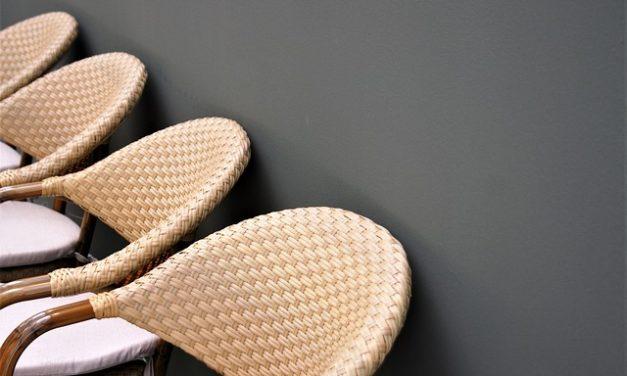 Pittura di mobili in rattan: ecco come funziona il nuovo rivestimento