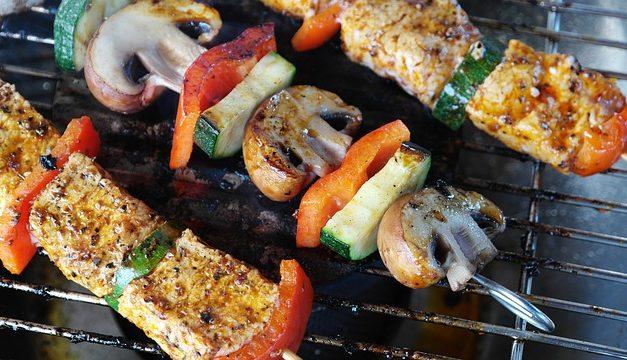 Utilizzo di un barbecue a carbone di legna sul balcone: cosa tenere a mente