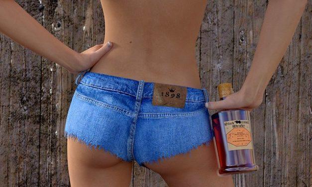 I pantaloni hotpants sono sciatta? Come stile elegantemente