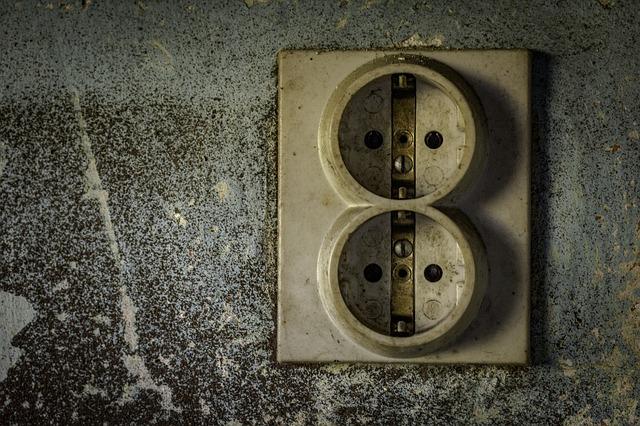 Elettricità per il giardino: posare il cavo da soli