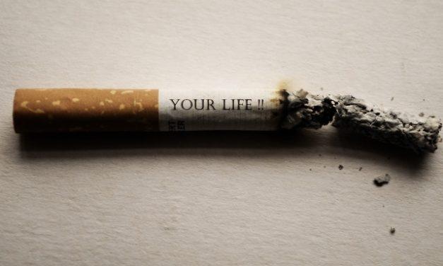 Odore di sigarette: è così che le mani sentono di nuovo un buon odore
