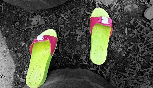 Sandali Smelly: consigli utili per prendersi cura delle scarpe estive