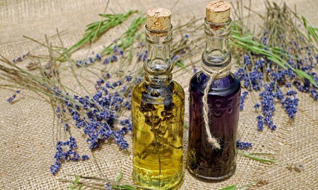 Utilizzare bottiglie di profumo vuote come decorazione: belle idee