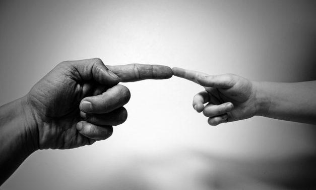 Coraggiose unghie: in modo da prendersi cura di loro di nuovo splendidamente