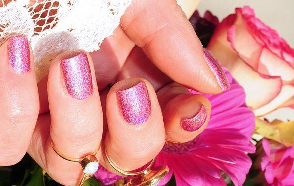 Fai il tuo smalto per unghie: questi rimedi casalinghi sono a tua disposizione