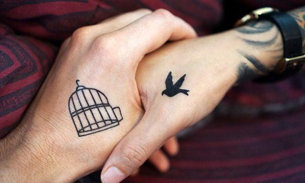 Lasciate tatuaggio sotto la puntura toracica: stimoli motivanti
