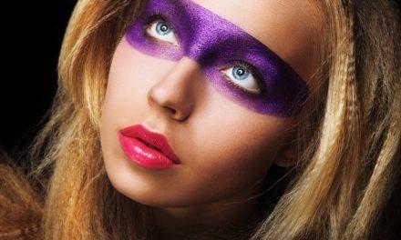 Abito adatto per il make-up viola – questo è come funziona