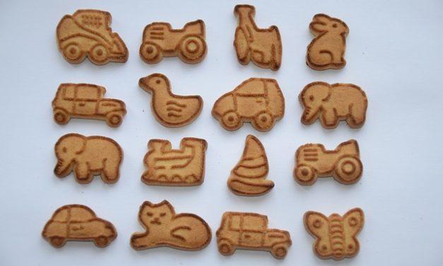 Cuocere da soli i biscotti di gatto: due ricette semplici