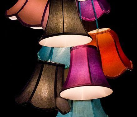 Progettare un soggiorno con i colori: idee per la vita mediterranea