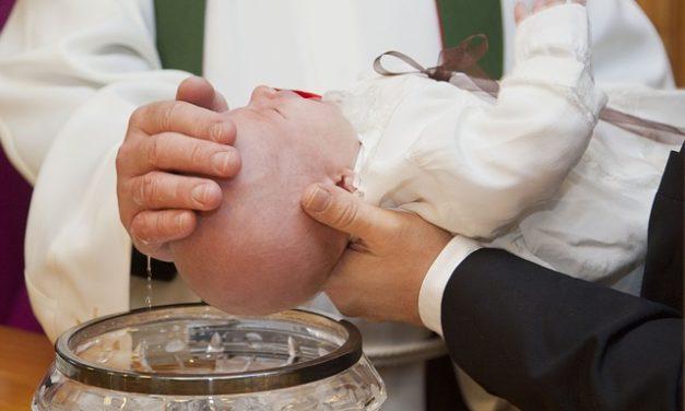Codice di abbigliamento per il battesimo: gli abiti giusti per lui e lei