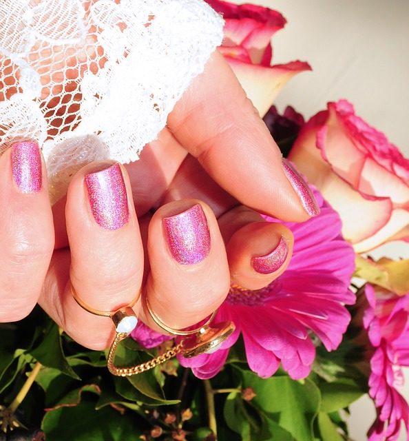 Fare lo smalto per unghie dura più a lungo: ecco come funziona