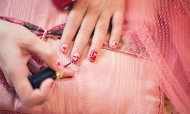 Come fare cromatismi scolorito le unghie belle ancora una volta