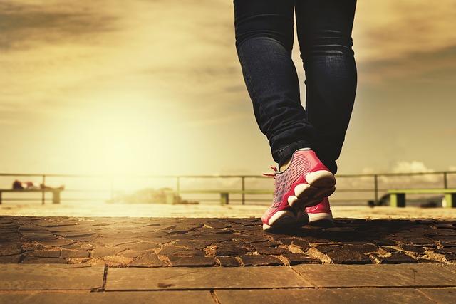 Scarpe estive: scegliere quelle adatte per piedi larghi