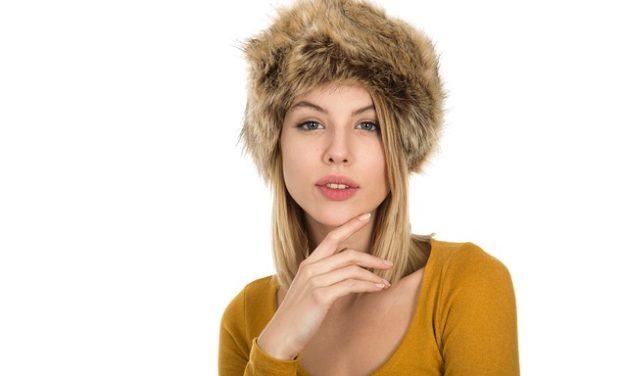 Tirare fuori i maglioni: perché una donna lo fa in modo diverso da un uomo: possibili spiegazioni
