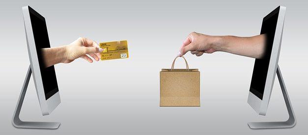 Comprare moda femminile online: Vantaggi e svantaggi dello shopping su Internet