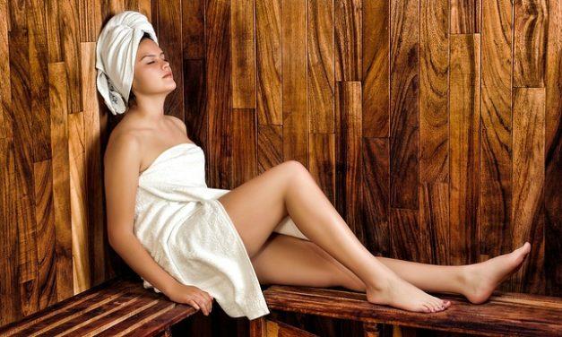 Donne topless: come perdere la timidezza nella sauna