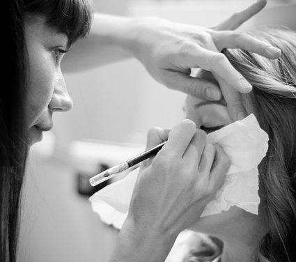 Eyeliner bianco: come usarlo