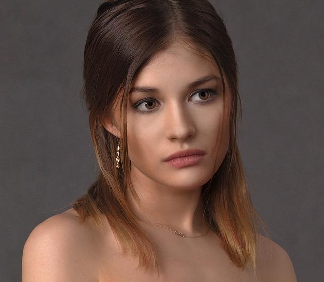 Come una donna capelli sul viso: cosa fare? - Bagno90.com