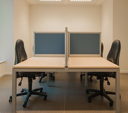 Progettazione di una sala per i giovani: in questo modo si risparmia spazio e lo si mantiene moderno