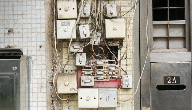 Contatore di potenza per la presa di corrente: come misurare il consumo energetico dei dispositivi