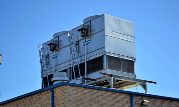 Mantenere la pompa di calore in condizioni di manutenzione adeguate con aria e acqua