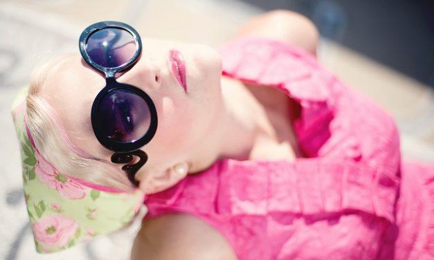 Riparazione degli occhiali da sole: questo è il modo di riavvitare il telaio