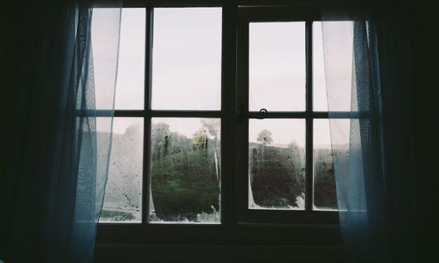 Montaggio delle tende alla finestra: ecco come funziona