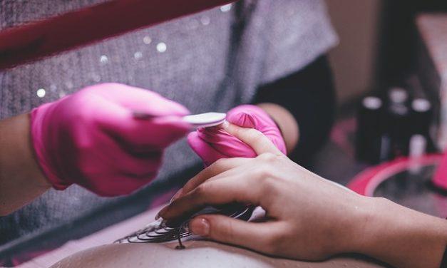 Rimozione cuticola: questo è come ti prendi cura di unghie belle