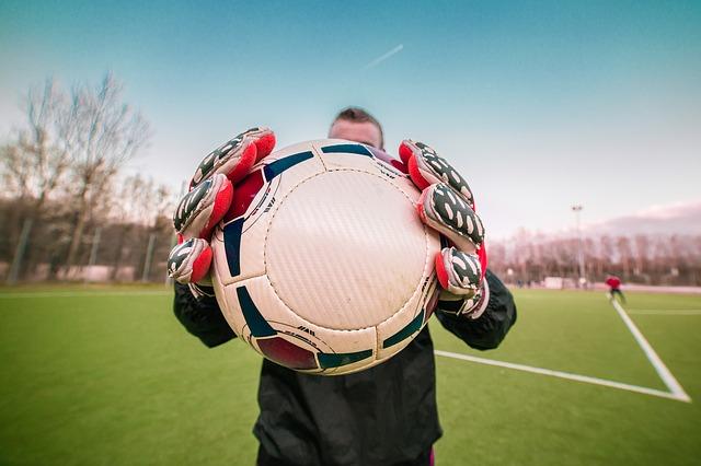 Guidare il portiere per FIFA 12 sul calcio di punizione: ecco come funziona