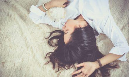 Alla sera, applicare la crema viso o no? Come pesare correttamente l'uso di idratanti durante la notte