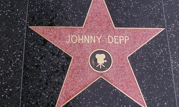 Abbigliamento post-stile: ecco come funziona Johnny-Depp-Look