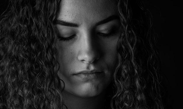 Applicare correttamente l'epilizzatore viso: questo è come rimuovere i capelli fastidiosi in modo permanente