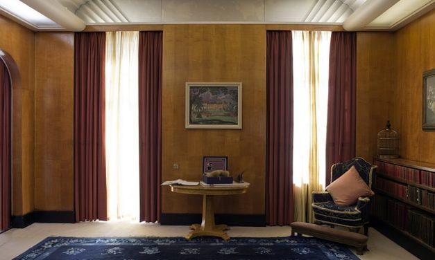 Montaggio di uno specchio nella camera da letto al soffitto: ecco come funziona