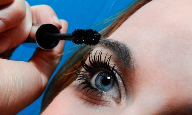 Utilizzare mascara incolore: è così che funziona