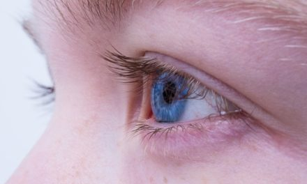 Trucco occhi: questo è come nascondere le palpebre scivolose con un nastro adesivo