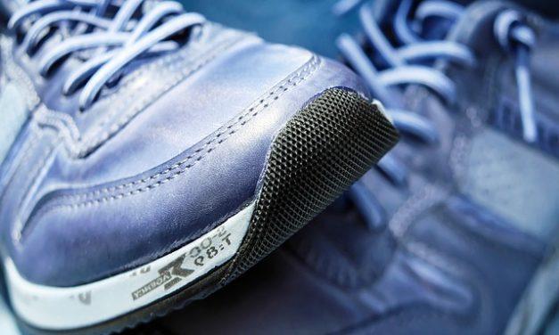 Scarpe cigolio a piedi: come fissare il rumore